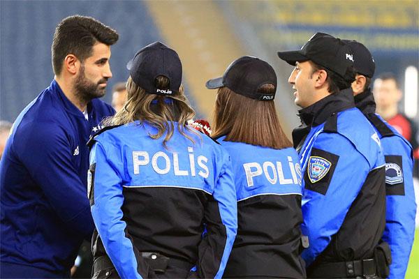 Spor yazarları Fenerbahçe - Gençlerbirliği maçını değerlendirdi.
