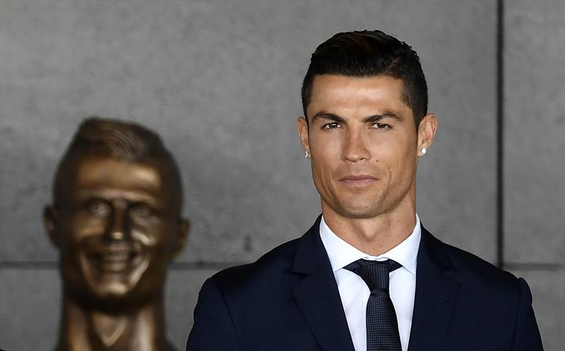 Ronaldo'nun adı havalimanına verildi