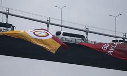 Galatasaray bayrakları Boğaz'a asıldı
