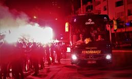 Fenerbahçe'ye meşaleli karşılama