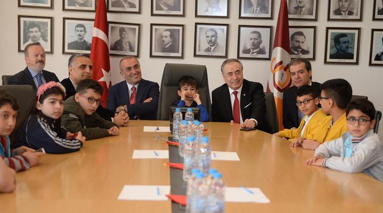 Galatasaray'dan 23 Nisan kutlaması