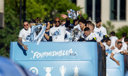 Manchester City 3 kupa şampiyonluğunu kutladı